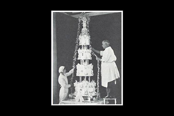 1893. godine McVities & Price priprema vjen anu tortu za princezu Mary di Teck i duku od Yorka