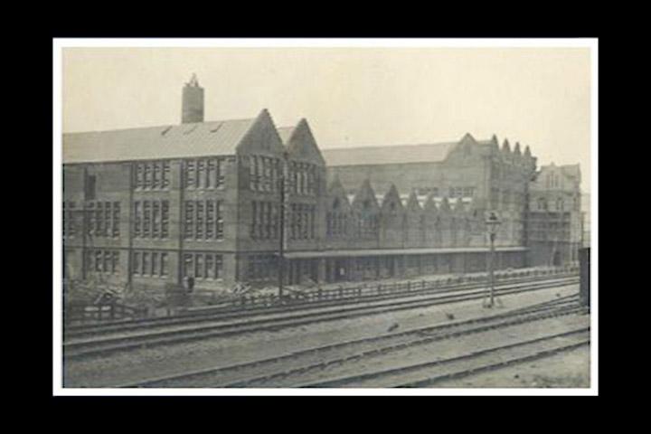 1901. pove anjem op e proizvodnje i aktivnosti u Londonu, podiže se jos jedna nova tvornica u Harlesdenu