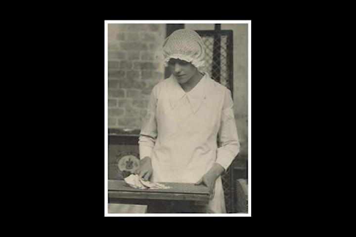 1925. nastaje prvi Homewheat Chocolate Digestive, danas poznat kao McVities Digestive s okoladom